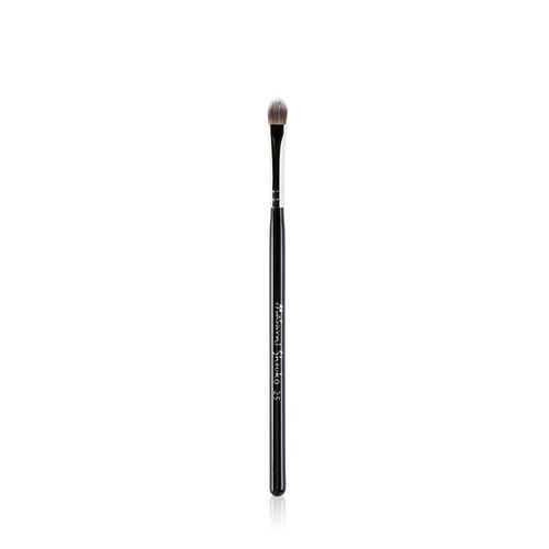 Closeup   9549 25 small concealer brush